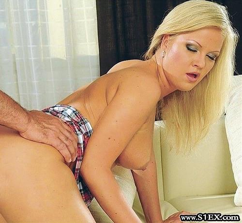 Pornós kurva lett Alekosz exmenyasszony jelöltje