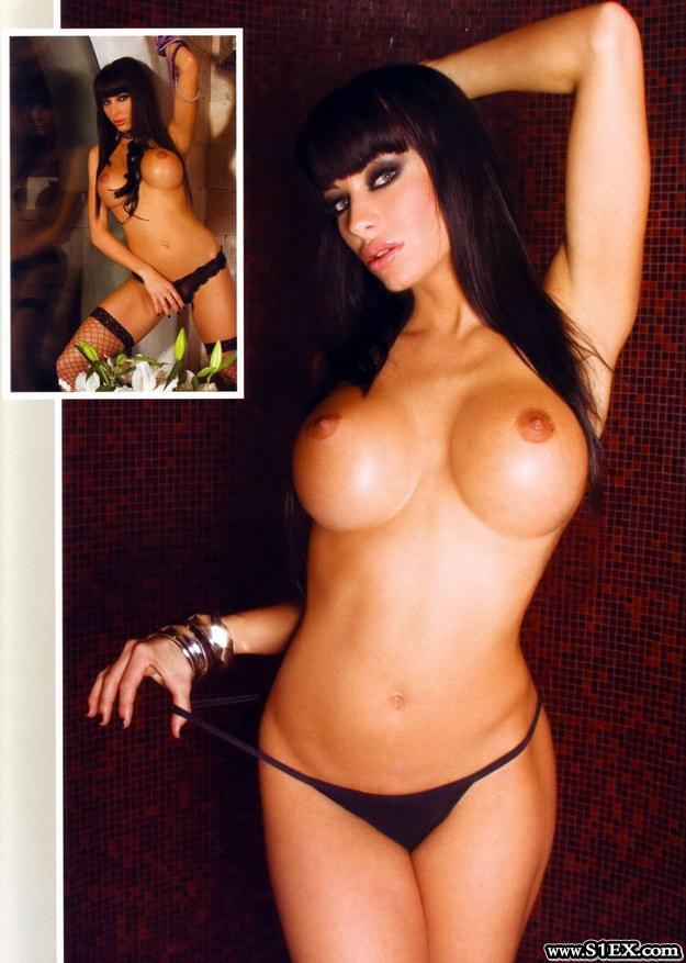 voksan_virag_bikiniben_topless
