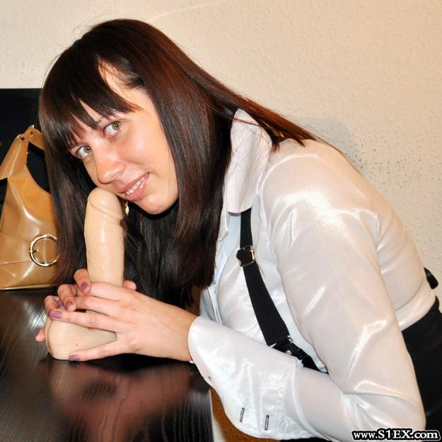misko-erika-dildoval-szex