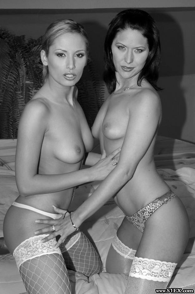 Lorinczi-Anett-es-Iscusitu-Cristina-leszbi-szex-dildokkal