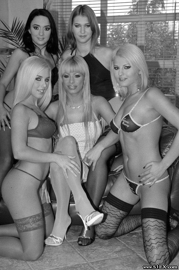 A magyar pornós lányok szopnak, basznak az S1EX.com forgatásokon