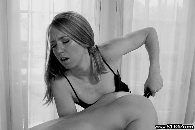 A lány vibrátort dugott a fenekembe - szextörténet