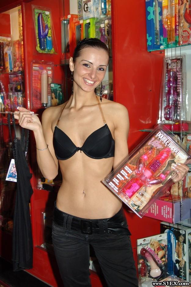 Németh Katalin szexshopban mutatja meg a testét