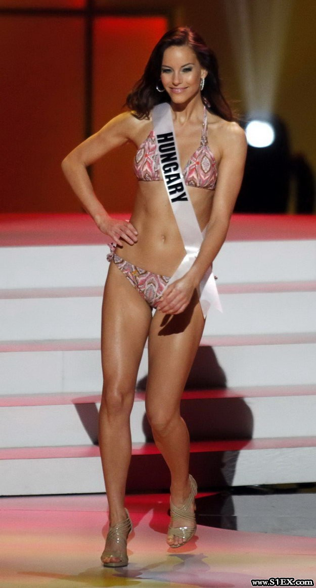 lipcsei_betta-miss-universe-2011
