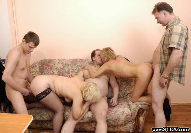 Biszexuális orgia galéria