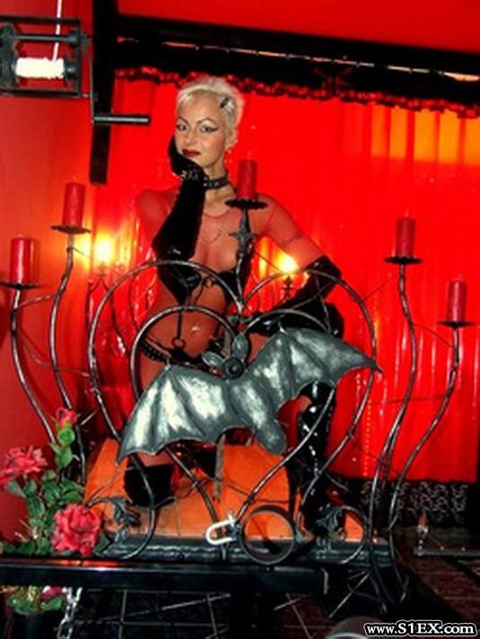 monica-devil-domina-no-forras-velvet