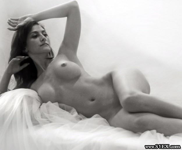 larion-zoe-akt-nude
